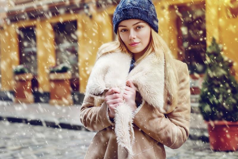 Snow Winter Fashion Beanie Brown Coat Model