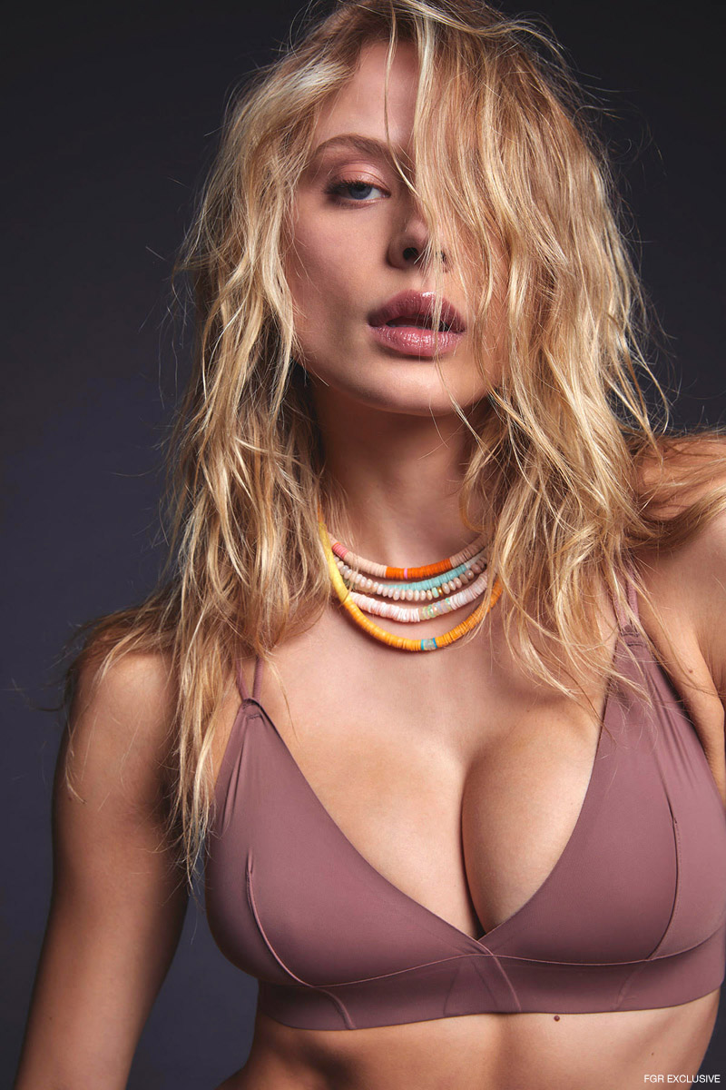 Bra Top Urban Outfitters and Yenden Collection Bead/Gem Necklaces. Photo: Inge Fonteyne