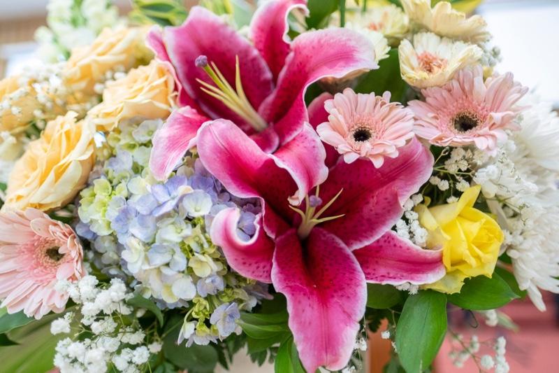 Flower Arrangement Roses Lillies chrysanthemums