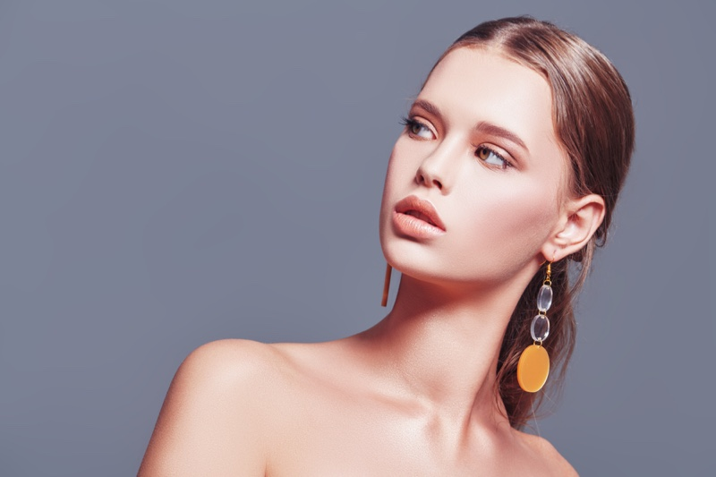 Model Earrings Long Drop Style Circle
