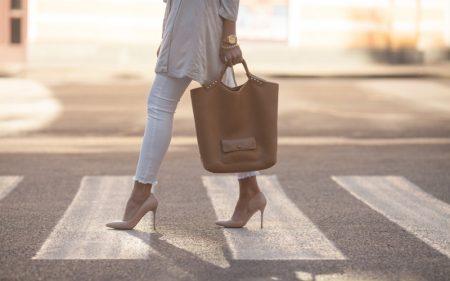 Walking Street Woman Beige Heels Tote Bag