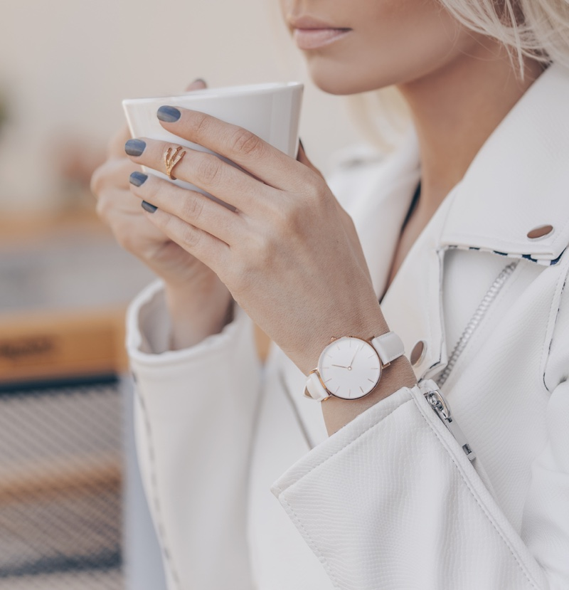 White Look Cropped Model Classic Watch Cup
