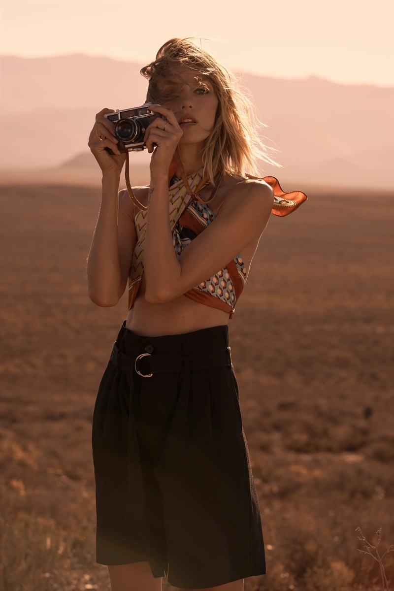 Anja Rubik poses in Zara Let's Tie Up spring-summer 2021 trend guide.