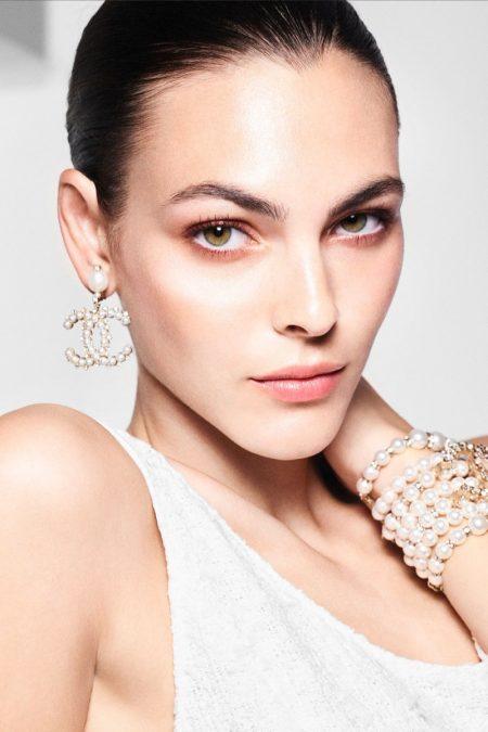 Vittoria Ceretti stars in Chanel Perles et Éclats de Chanel campaign.