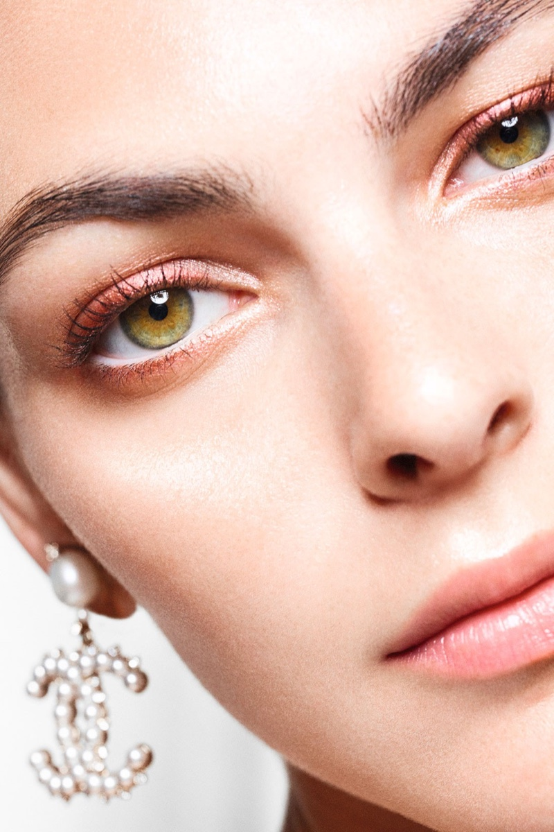 Chanel unveils Perles et Éclats de Chanel campaign.