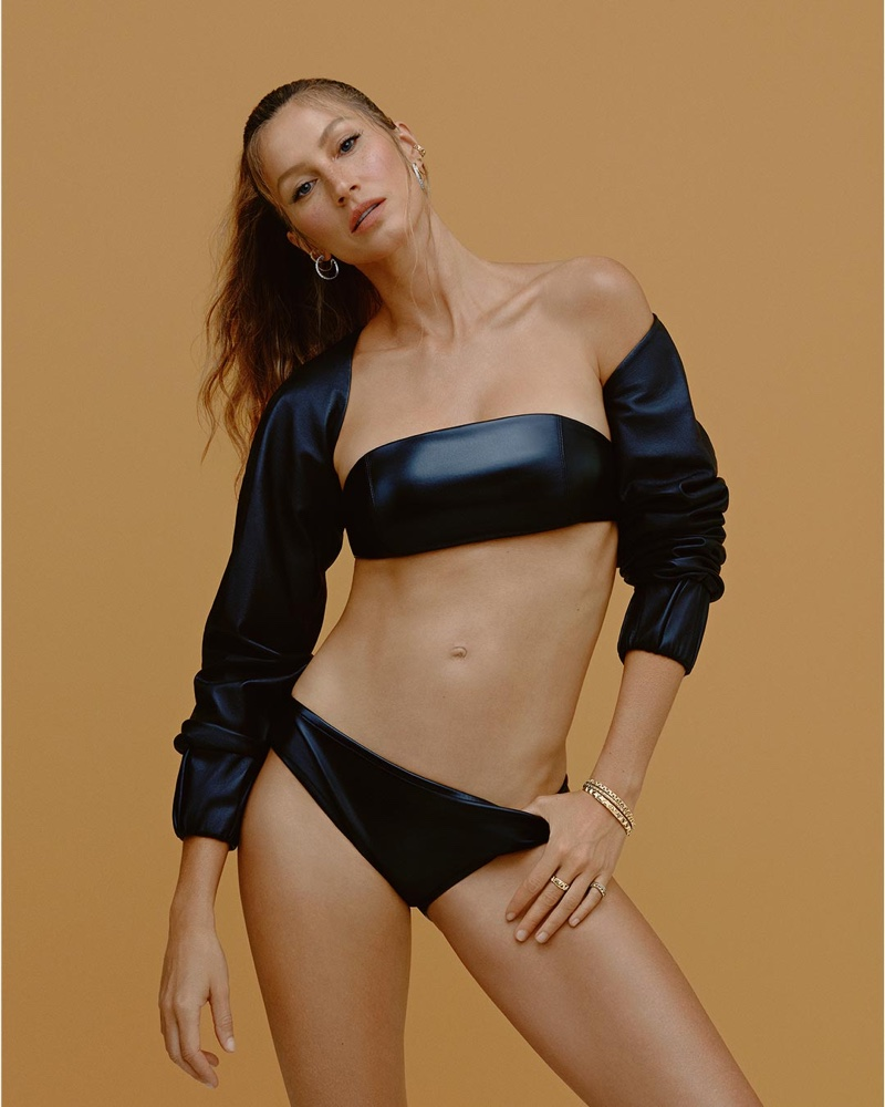 Posing in a swimsuit, Gisele Bundchen fronts Vivara Jewelry 2021 campaign.