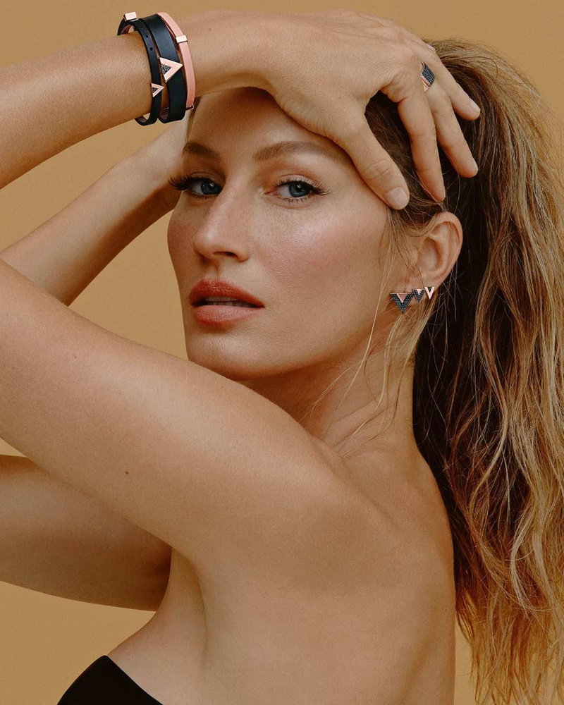Ready for her closeup, Gisele Bundchen appears in Vivara Jewelry 2021 campaign.