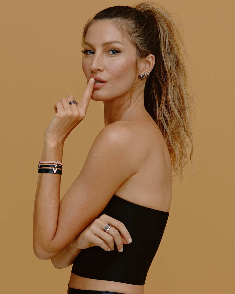Supermodel Gisele Bundchen wears Vivara V collection.