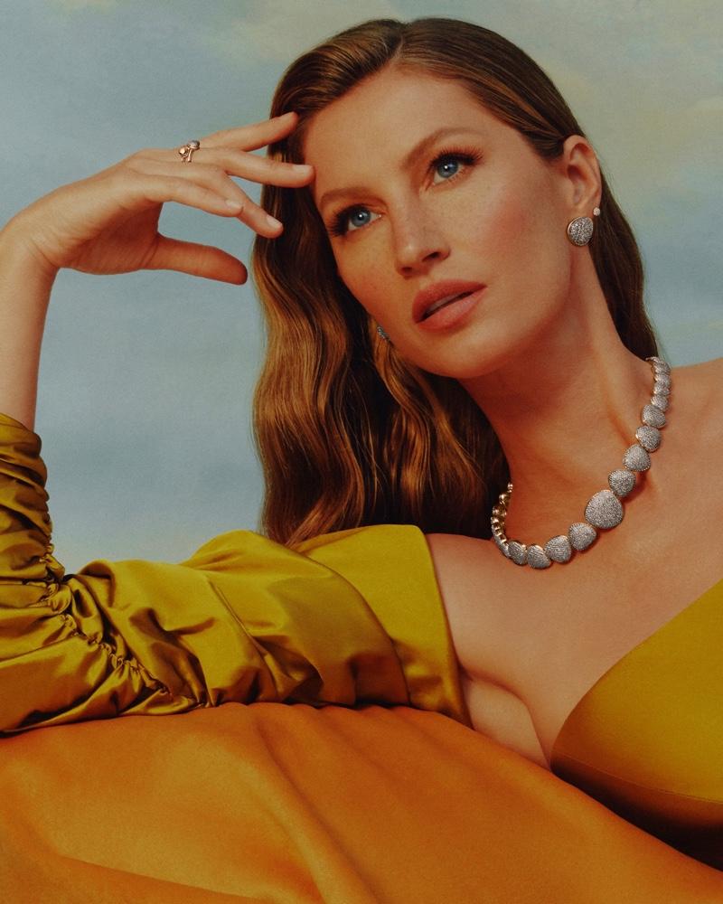 Gisele Bundchen poses in Vivara jewelry Bold Collection III.