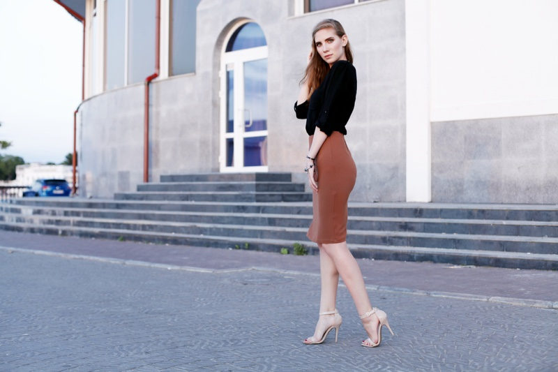 Model Black Top Pencil Skirt Outfit