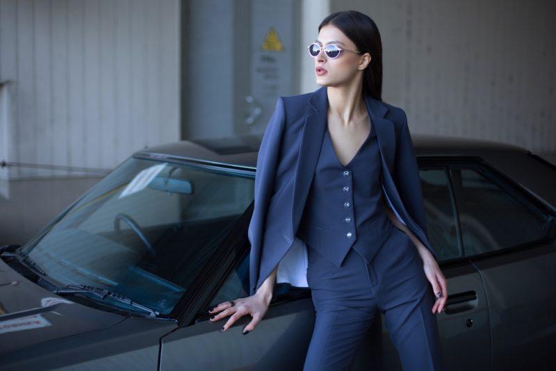 Model Professional Suit