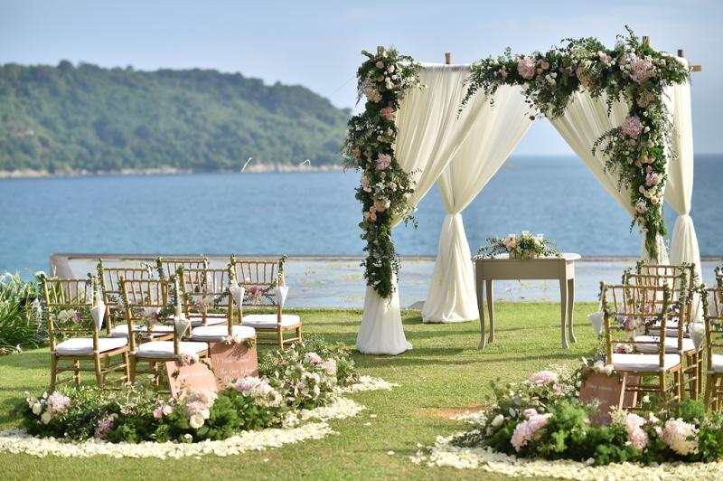 Outdoor Wedding Venue Seats Flowers