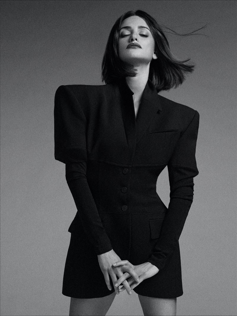 Actress Penelope Cruz wears Mugler blazer.