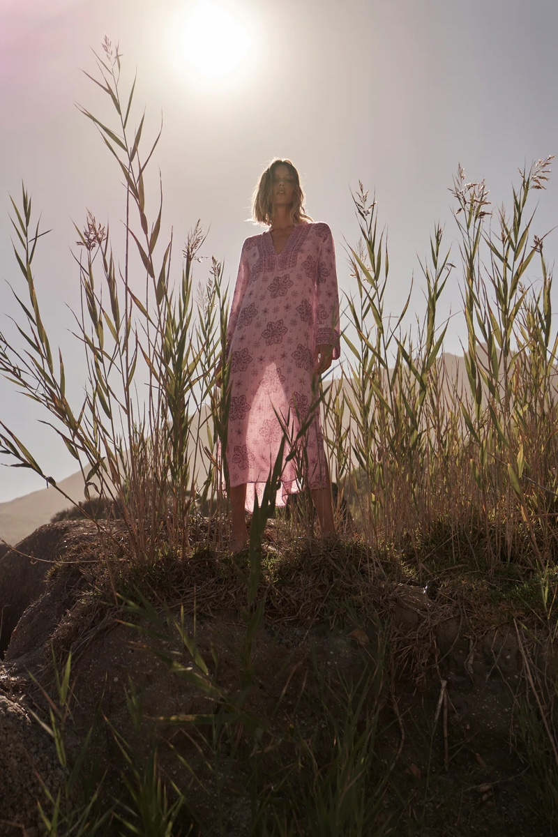 Anja Rubik wears Zara's casual spring-summer 2021 styles.
