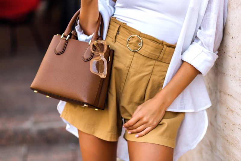 Cropped Woman Shorts Brown Leather Bag