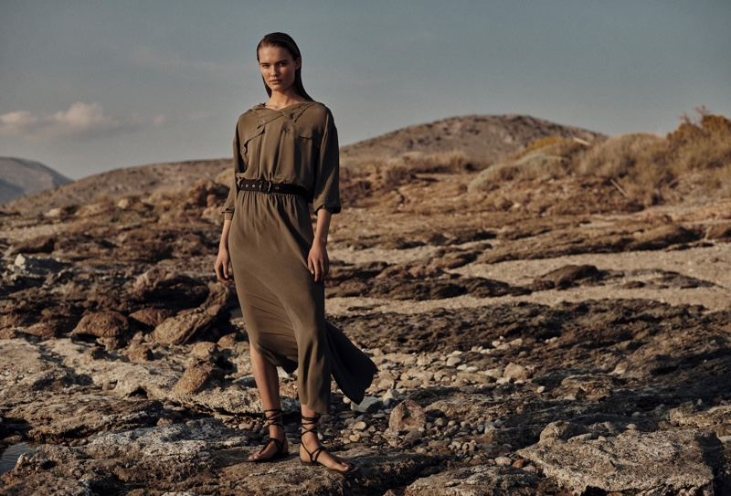 Massimo Dutti features the neutral trend in spring-summer 2021 collection.