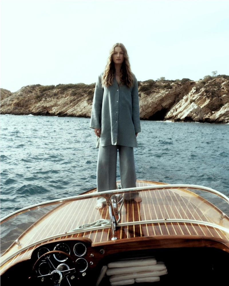 Felice Noordhoff poses in Massimo Dutti linen shirt and loose-fitting lyocell and linen trousers.