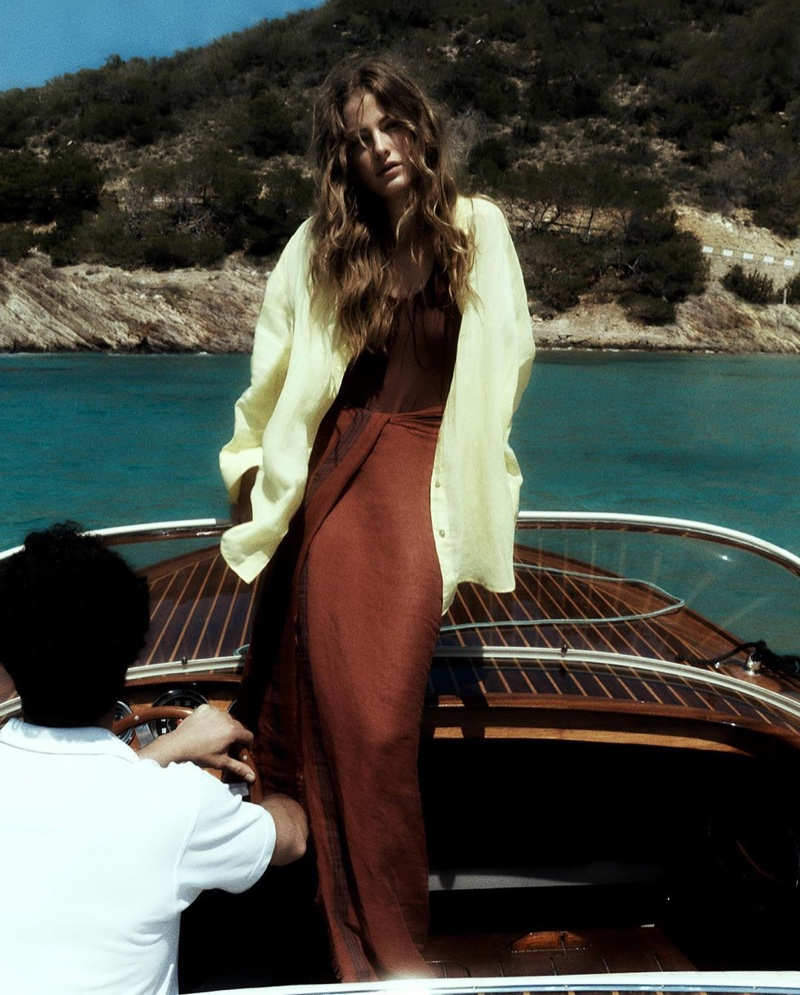 Massimo Dutti features linen pieces in summer 2021 collection.