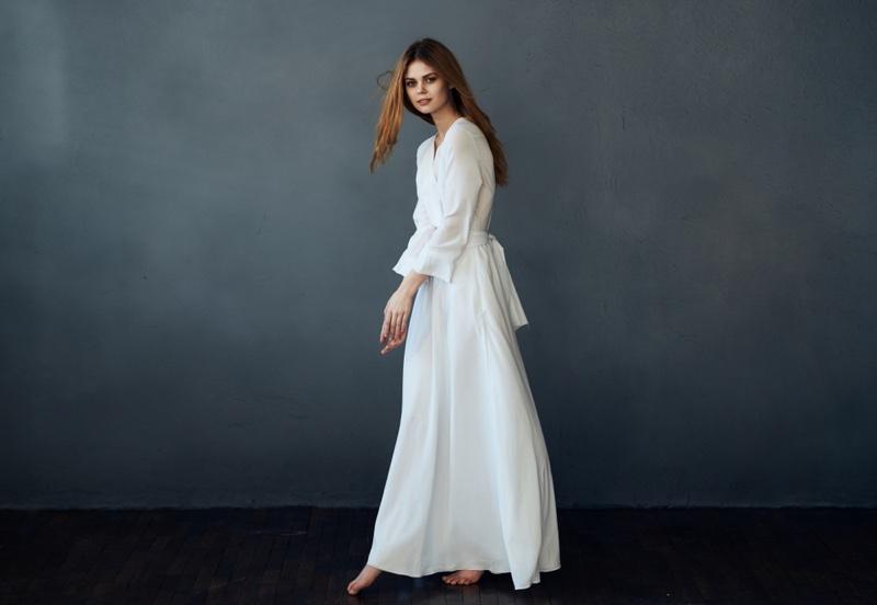 Model Romantic White Dress