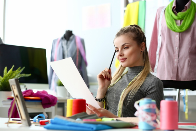 Fashion Designer Looking Papers Resume