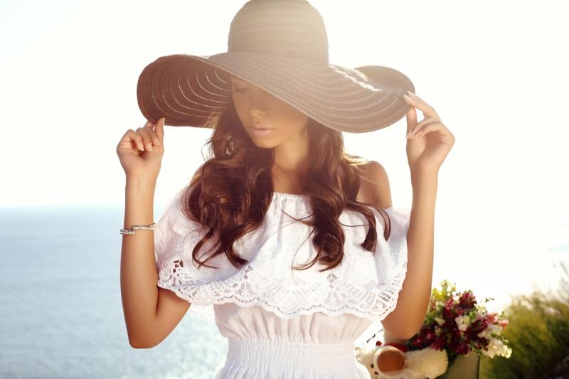 Model Beach Style Sun Hat Lace Dress White
