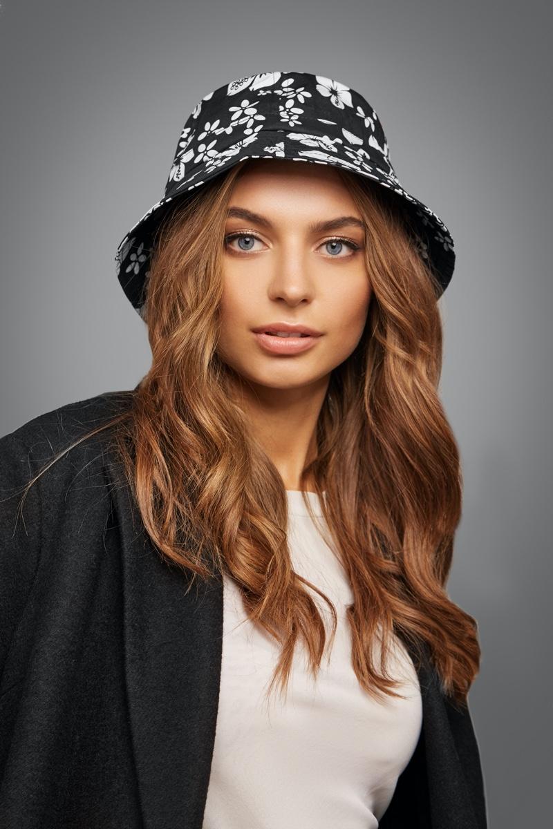 Model Black White Floral Print Bucket Hat