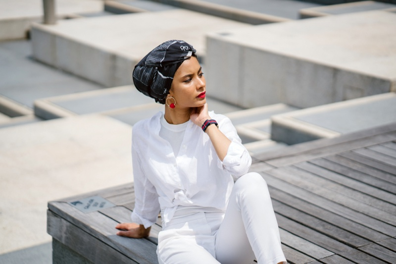 Model Hijab Head Scarf White Outfit