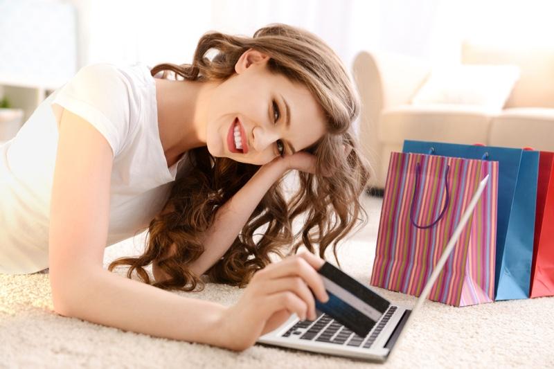Smiling Girl Credit Card Laptop Shopping Bags