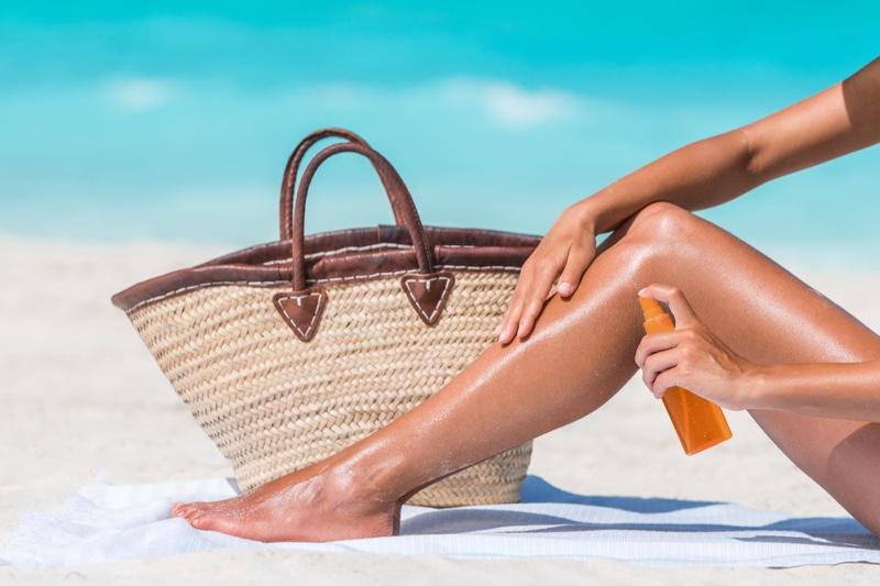 Straw Tote Bag Woman Spraying Legs Summer Beach