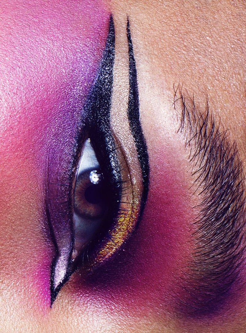 Willow Smith shows off bold eye makeup look.