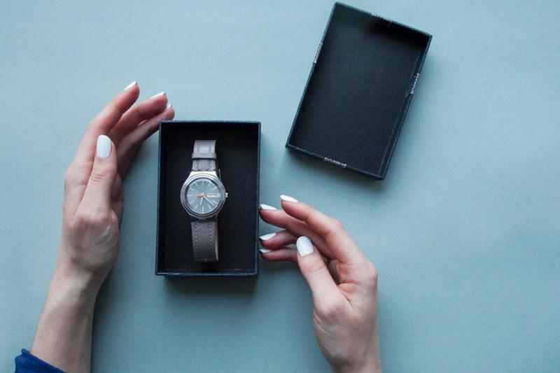 Woman's Hands Quarts Watch Gift Box