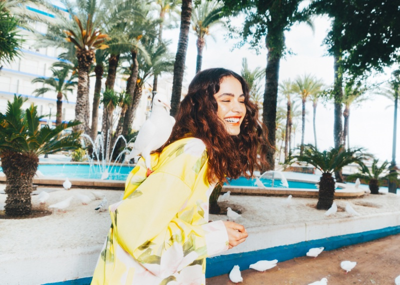 Alba Martin Embraces Colorful Beach Fashion for Mujer Hoy