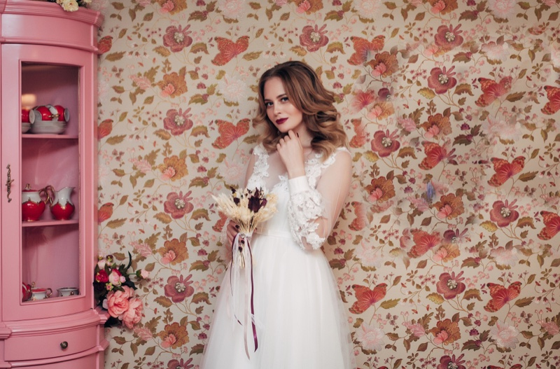 Attractive Woman White Dress Vintage Style Wallpaper