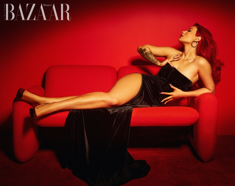 Flaunting some leg, Iggy Azalea wears Abyss by Abby dress with La Silla heels. Photo: Thom Kerr / Harper's Bazaar Vietnam