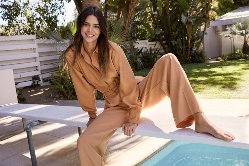 Posing poolside, the model appears in Kendall for About You campaign.