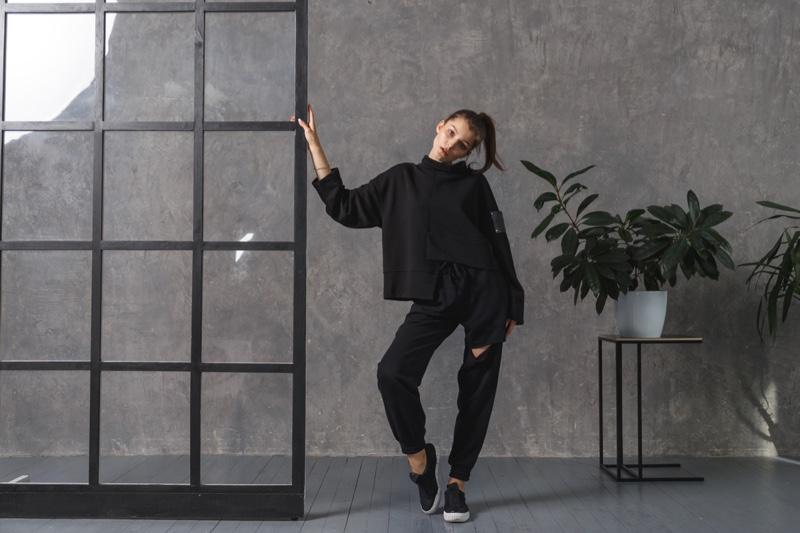 Model Black Hoodie Pants Casual Home