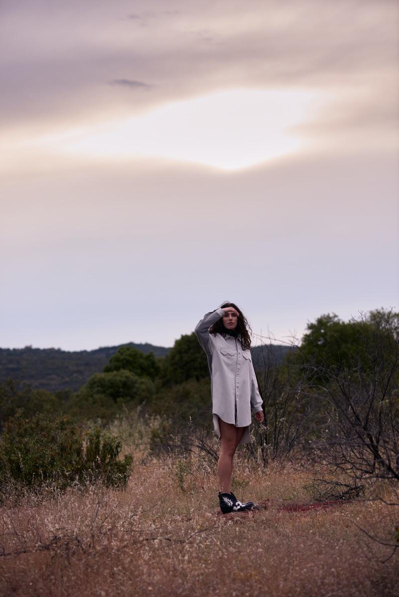 Robin Van Halteren Escapes In Outdoor Outfits for L'Officiel Brazil