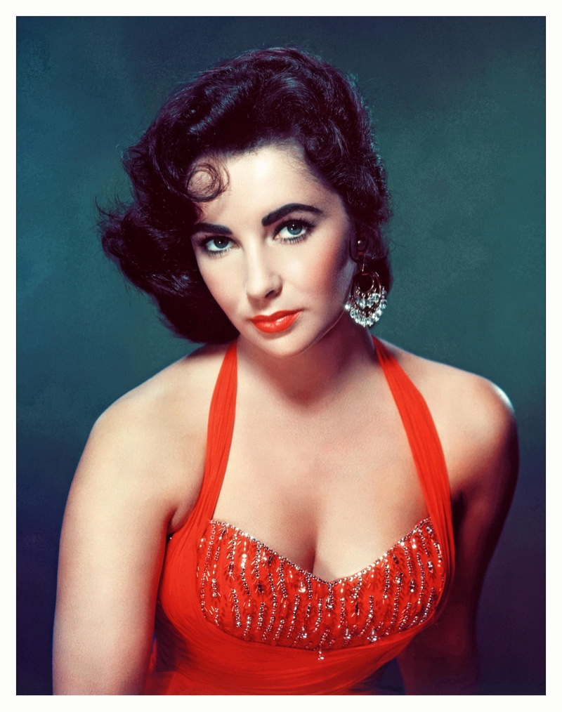 Elizabeth Taylor wears a short and curly hairstyle in 1953. | Photo Credit: MediaPunch Inc / Alamy Stock Photo