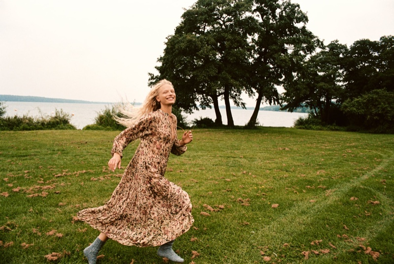 Frederikke Sofie poses in bohemian style dress from Zara's fall 2021 collection.