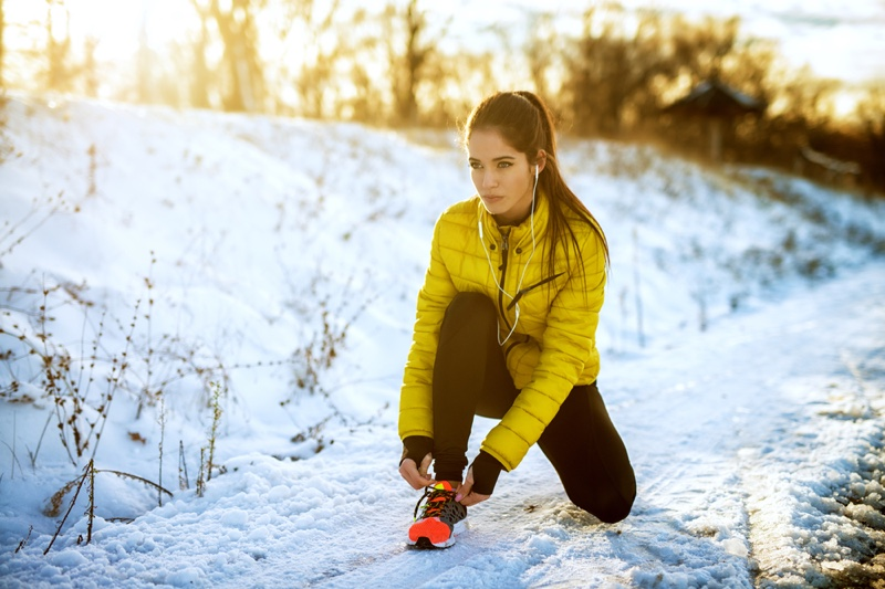 Woman Winter Workout Yellow Jacket Lacing Sneakers